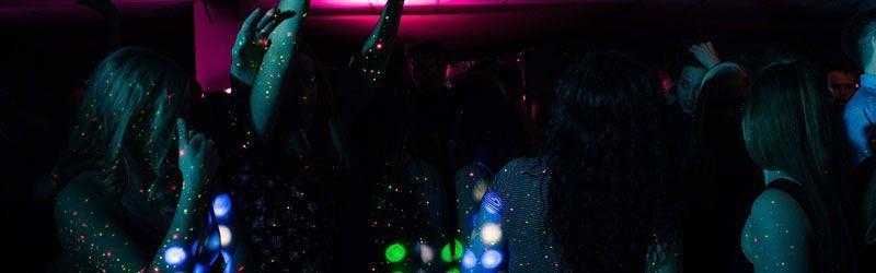 Ligando en la discoteca con Rubén Lara