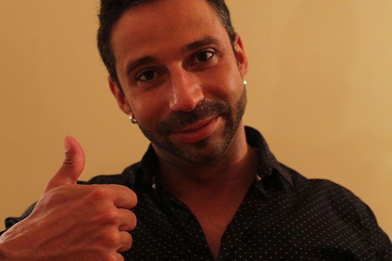 Rubén Lara usando Camisetas Interiores Segundo Botón